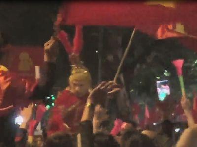 Hình ảnh 'Tôn Ngộ Không' xuống đường ăn mừng chiến thắng của đội tuyển Việt Nam.