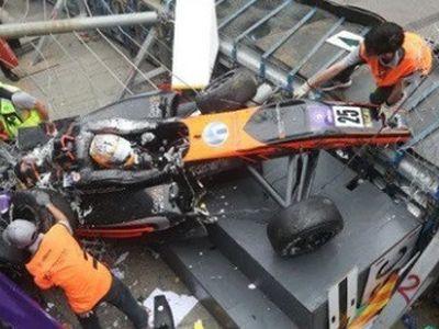 Một vụ tai nạn xảy ra tại trường đua Guia Circuit, chặng đua Macau Grand Prix hôm 18/11 khiến nhiều người bị thương.