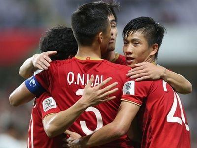 Clip các cầu thủ ĐT Việt Nam ăn mừng cuồng nhiệt khi giành vé vào vòng 1/8 Asian CUp 2019.