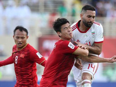 Trong bài viết mới đây, Fox Sports châu Á cho rằng lối chơi phòng ngự mà HLV Park Hang-seo áp dụng cho tuyển Việt Nam không phát huy tác dụng tại sân chơi Asian Cup.