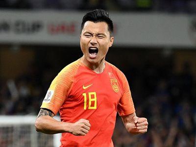 Nhà vô địch Olympic môn thể dục dụng cụ Chen Yibing đã chế nhạo chiến thắng của đội nhà trước các cầu thủ Thái Lan sau khi chứng kiến màn trình diễn của các cầu thủ trong hiệp 1.