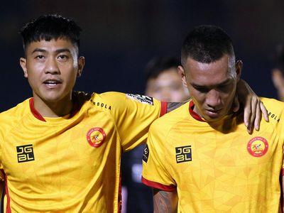 Ban huấn luyện CLB Thanh Hóa cập nhật liên tục tỷ số từ sân Pleiku để biết đối thủ trực tiếp là đội Khánh Hòa đá như thế nào trước chủ nhà HAGL chiều 23/10.
