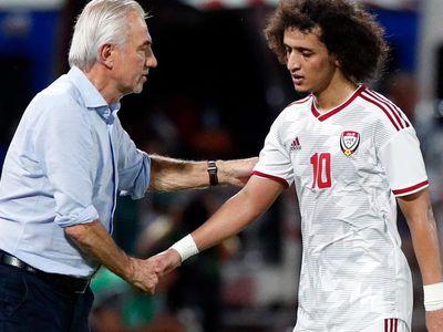 Từ sự ngạo nghễ với vị thế của ứng viên số một cho tấm vé đi tiếp, hành trang đội tuyển UAE mang tới Việt Nam lần này chỉ là sự rối ren với muôn vàn bất ổn phía sau hậu trường.
