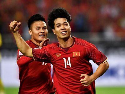 Từ cái đấm tay và lời dặn dò của ông Alfred Riedl, tuyển Việt Nam từng hạ UAE tại Asian Cup 2007. Sau 12 năm, đây là tinh thần mà thầy trò huấn luyện viên Park cần thể hiện.