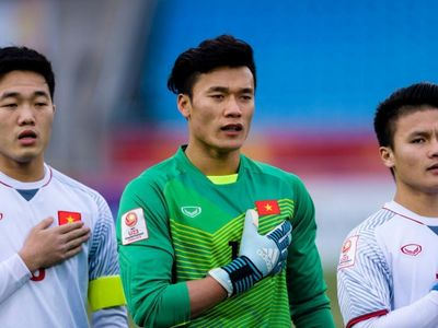 Phía dưới bài tường thuật trận đấu giữa U23 Việt Nam và U23 Triều Tiên của tờ Best Eleven, các CĐV Hàn Quốc đã bày tỏ sự ngưỡng mộ với Bùi Tiến Dũng vì vẻ đẹp trai.