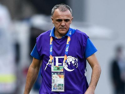 Phút thứ 10, Abdixolikov có cơ hội khai thông bế tắc nhưng tiền đạo U23 Uzbekistan lại lốp bóng ra ngoài khung thành. Sau đó, tiền đạo này tiếp tục bỏ lỡ cơ hội.