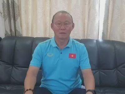 Trước khi trở về Hàn Quốc đón Tết cùng gia đình, HLV trưởng Park Hang-seo đã gửi lời chúc mừng năm mới tới người hâm mộ bóng đá Việt Nam.