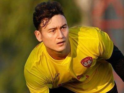 Muangthong United đã công bố nguyên nhân khiến thủ môn tuyển Việt Nam Đặng Văn Lâm phải dự bị trong thời gian vừa qua, nhưng có vẻ điều này chưa thuyết phục.