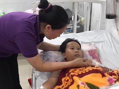 Cậu bé 8 tuổi - Nguyễn Văn Thịnh, một người hâm mộ của cầu thủ Quang Hải không may bị tai nạn và gãy chân, có nguy cơ cưa chân. Gia đình bé Thịnh đang chờ phép màu từ Quang Hải.