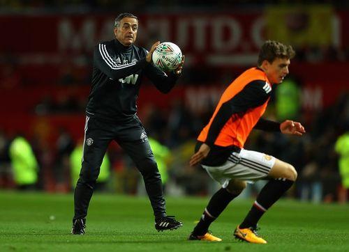 Jose Mourinho đi ăn tối cùng cựu HLV B.Bình Dương và Long An