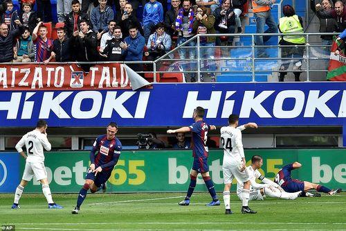Toàn cảnh Eibar 3-0 Real: Thất bại muối mặt