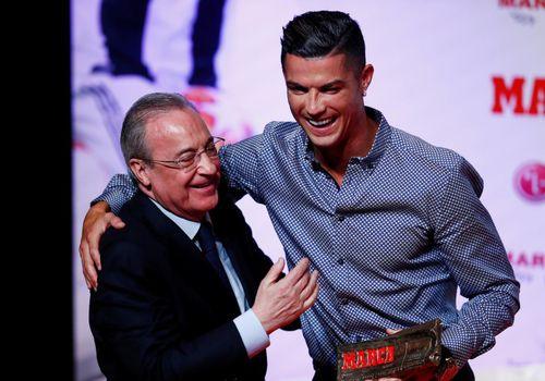 Ronaldo được tôn vinh là 'huyền thoại'