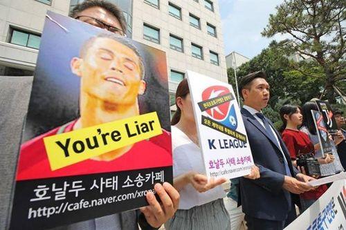 Quan chức dính líu tới vụ bê bối của Ronaldo bị cấm xuất cảnh