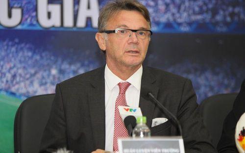 VFF tiết lộ thông tin bất ngờ về hợp đồng với HLV Philippe Troussier