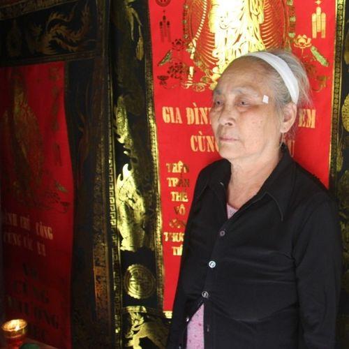 Mẹ già đau đớn bên di ảnh con gái bị sát hại ở nước ngoài