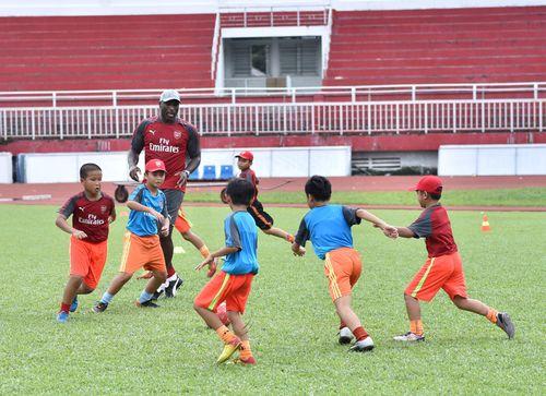 Sol Campbell muốn dạy bóng đá tại Việt Nam