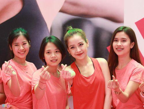 Chi Pu, Mai Ngô hào hứng tập môn thể thao mới tại Việt Nam