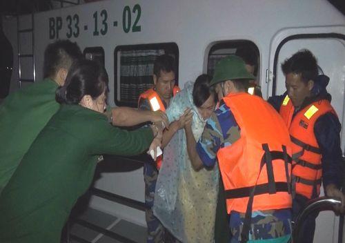 Xả thân bảo vệ nhân dân trong mưa bão