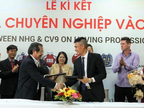 Tập đoàn Nguyễn Hoàng đưa bóng đá chuyên nghiệp vào học đường