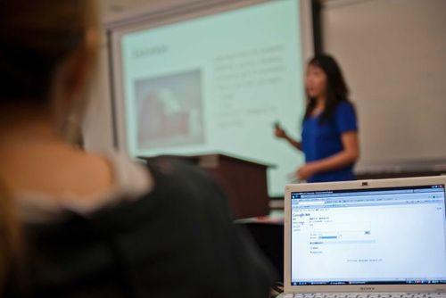 Giáo viên nước ngoài kém chất lượng tràn vào châu Á dạy tiếng Anh