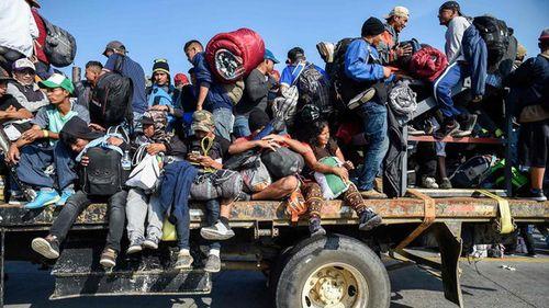 Hàng nghìn người di cư ồ ạt 'đổ bộ', Mỹ sẵn sàng bảo vệ biên giới