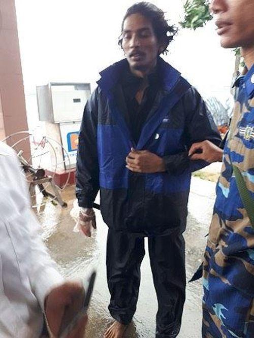 Một thuyền viên Ấn Độ được điều trị ở Lý Sơn