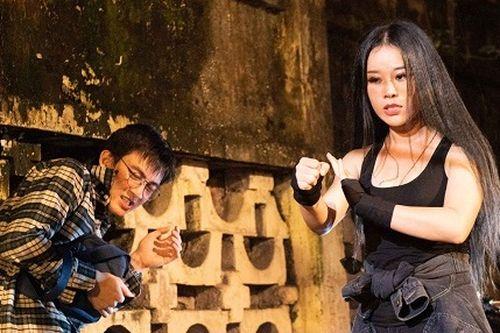 Hoa Trần - vợ kém 18 tuổi của Việt Hoàn chạy xe phân khối lớn, đánh đấm cực 'ngầu'