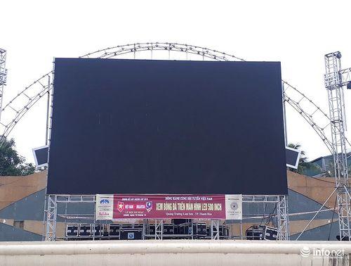 Thanh Hóa: Lắp màn hình 500 inch phục vụ trận chung kết Việt Nam vs Malaysia