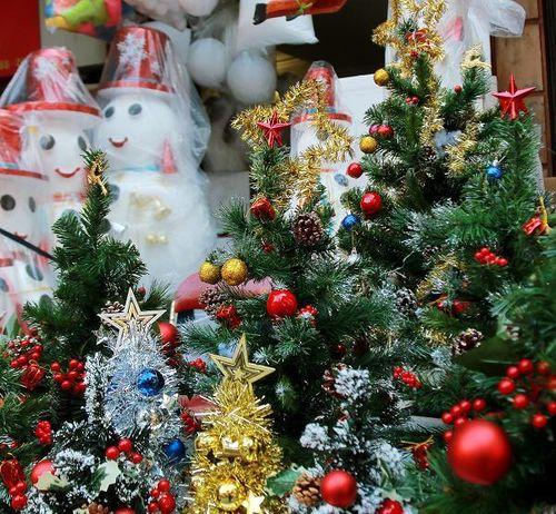 Chùm ảnh: Không khí Giáng sinh rộn ràng khắp phố phường Hà Nội