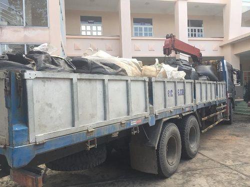 Ngang nhiên chở chất thải nguy hại về vựa phế liệu