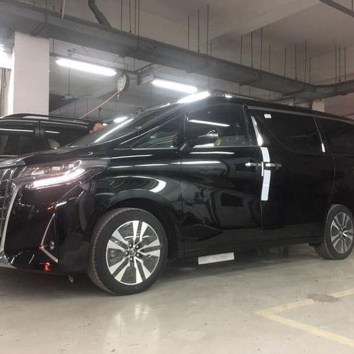 Soi 'chuyên cơ mặt đất' Toyota Alphard 2019 vừa về Việt Nam