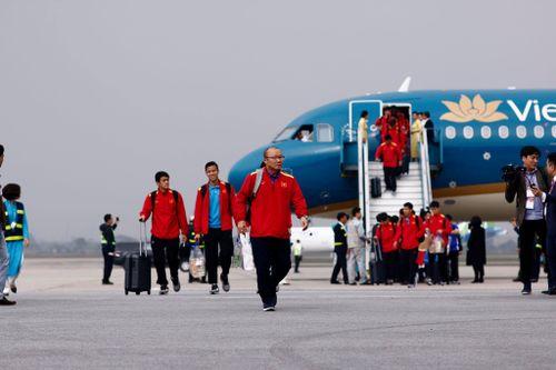 Đội tuyển Việt Nam về tới sân bay Nội Bài