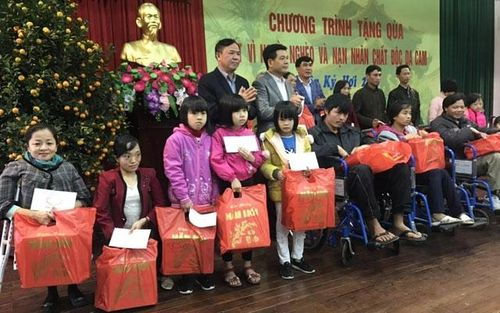 Trao quà Tết cho người nghèo tại Thái Bình