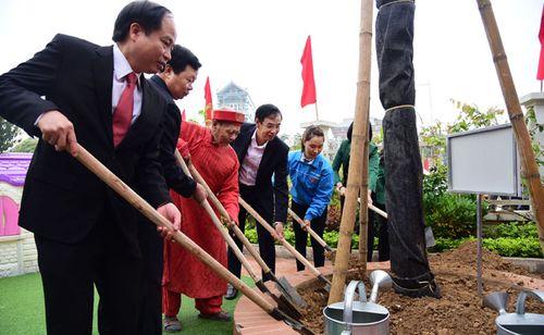 Phó Bí thư Thành ủy Đào Đức Toàn tham gia Tết trồng cây tại Thanh Oai