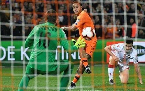 Hà Lan, Bỉ cùng thắng đậm trận ra quân