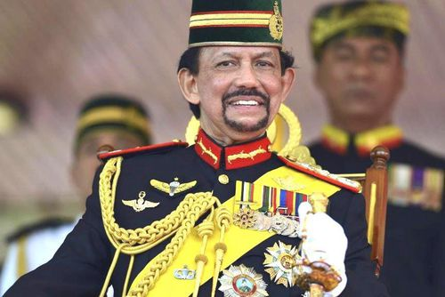 Quốc vương Brunei giàu có - sưu tầm siêu xe, thích tự lái chuyên cơ