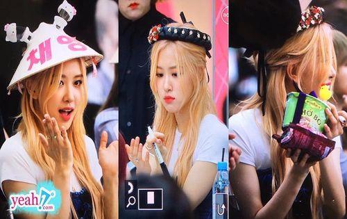 Rose (Black Pink) đội mấn, được fan tặng nón lá và phở bò tại fansign