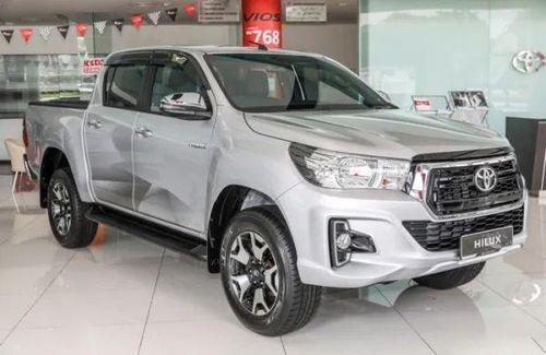 Toyota Hilux 2019 bổ sung hệ thống phanh tự động khẩn cấp AEB