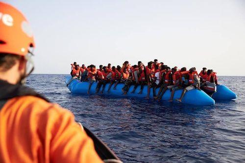 Gần 300 dân di cư ở Địa Trung Hải được giải cứu trên biển