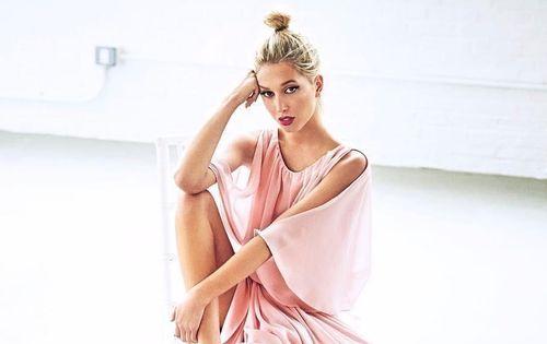 Công chúa Hy Lạp chuộng hàng hiệu sang chảnh, phối đồ 'cực chất'