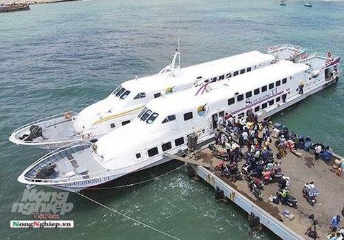 Kiên Giang: Tàu cao tốc đang neo đậu sửa chữa bốc cháy trong đêm