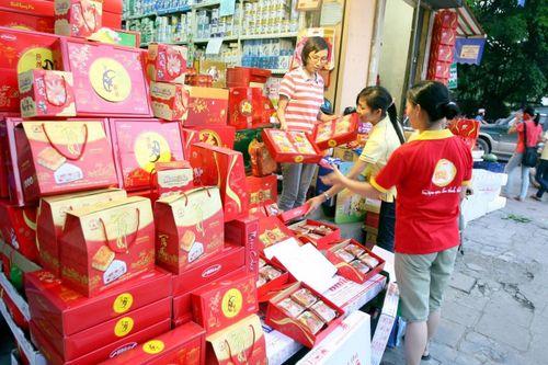 Nhộn nhịp thị trường bánh trung thu: Nhiều sản phẩm mới hút tuổi teen