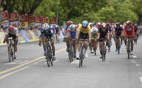 Giải xe đạp quốc tế VTV Cúp: Loic lấy lại áo vàng giúp Bike Life Đồng Nai thắng lớn