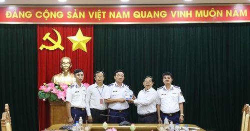 Chương trình 'Một triệu lá cờ Tổ quốc cùng ngư dân bám biển' do Báo Người Lao Động triển khai rất ý nghĩa