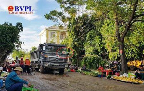 Nghệ An: Dân tố xe chở rác gây ô nhiễm môi trường
