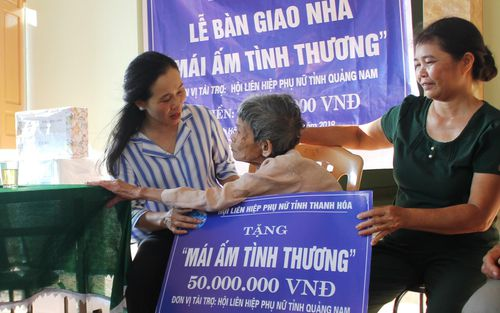 Thanh Hóa: Bàn giao mái ấm tình thương cho hội viên hội phụ nữ