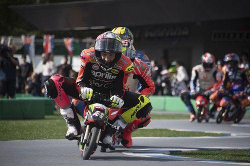 Đua xe máy tí hon và biểu tình ở Tây Ban Nha vào top ảnh tuần
