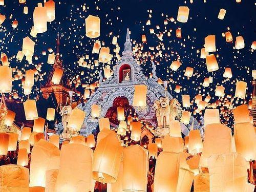 Đêm huyền ảo trong lễ hội đèn trời hút khách ở Thái Lan
