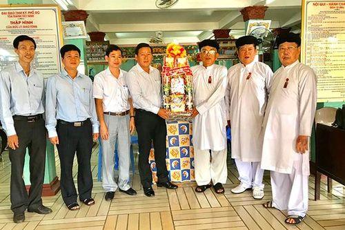Chủ tịch Ủy ban MTTQ tỉnh thăm và chúc mừng các chức sắc đạo Cao Đài