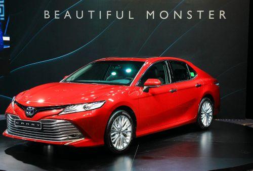 Mazda6 giảm giá, Toyota Camry bia kèm lạc thêm 20-40 triệu đồng
